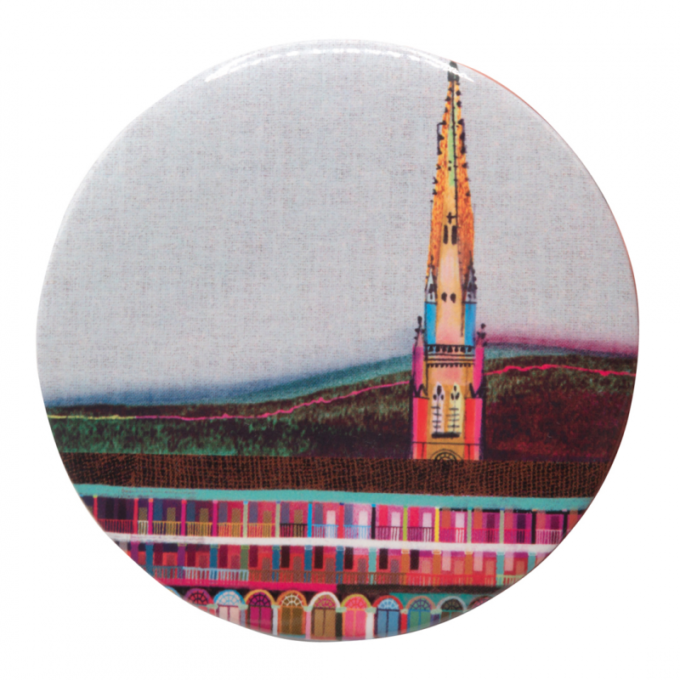 A badge with a multicoloured image of the piece hall.